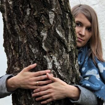 Katharina Göbel stellt Coverbild nach